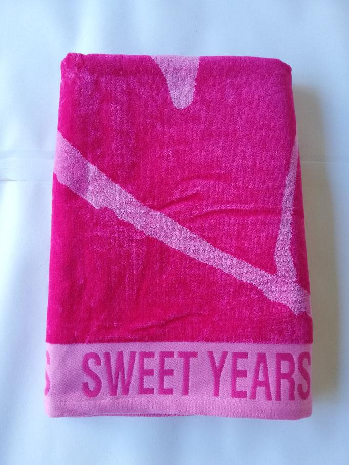 Telo mare Sweet Years con cuore grande in spugna di cotone. Col.Fucsia. B470