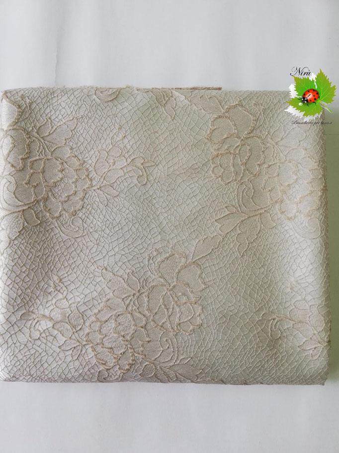 Scampolo tessuto jacquard dis. rose 280x280 cm. Col.Panna. B235
