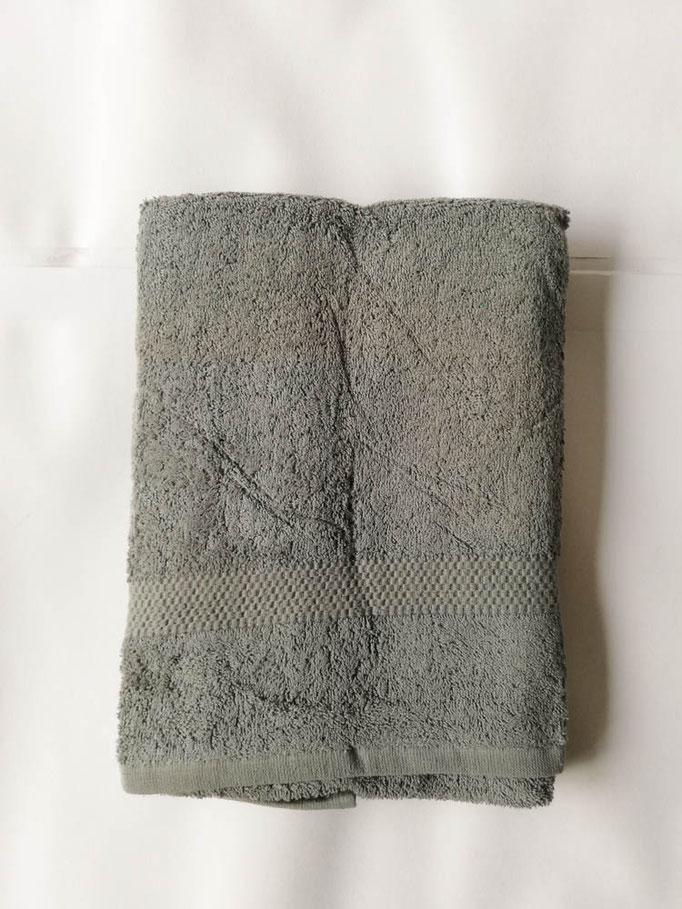 Asciugamano Liabel 1+1 asciugamano viso e ospite in spugna di cotone tinta unita. Col.Ferro.B750