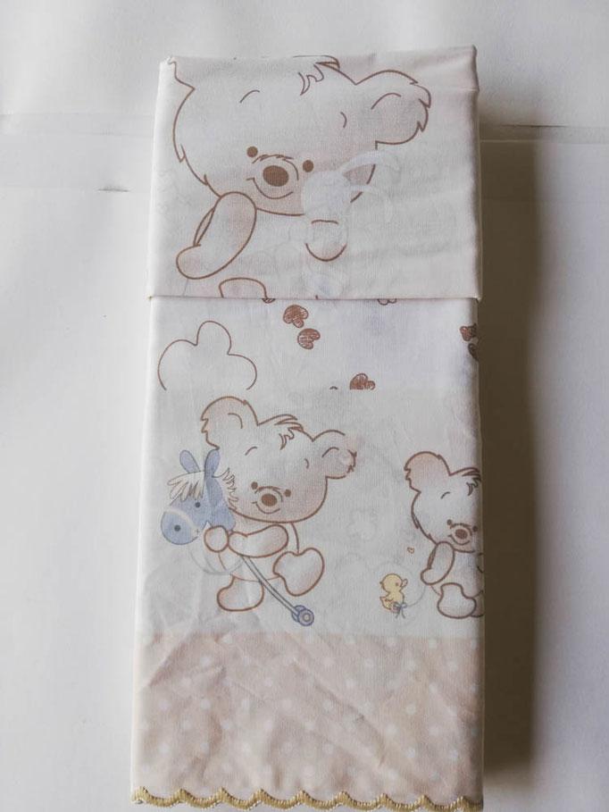 Completo lenzuola lettino (culla) con doghe con smerlatura con stampa orsetti . Col.Beige. C008