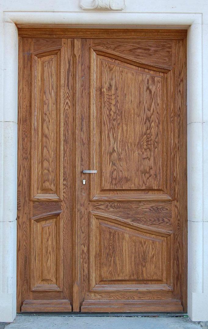 Création porte d'entrée pleine   en châtaignier brossé