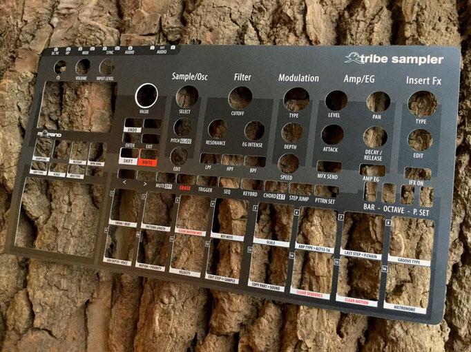 Xtribe Black, Instrument Overlay von mxpand - für Korg Electribe 2 Sampler (E2S), Synthesizer, Groovebox, Sequencer, hochwertige Bedien-Schablone/Skin/Folie, ESX-1