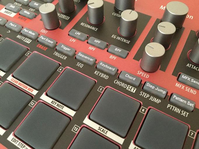 Xtribe Red, Instrument Overlay von mxpand - für Korg Electribe 2 Sampler (E2S), Synthesizer, Groovebox, Sequencer, hochwertige Bedien-Schablone/Skin/Folie, ESX-1