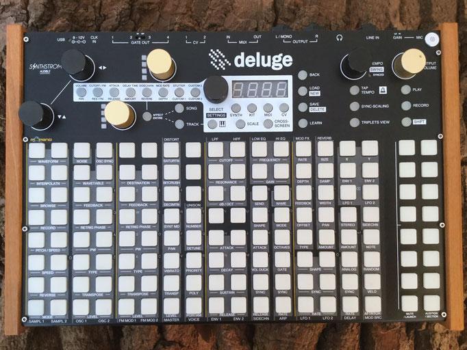 Xluge Pads, Instrument Overlay von mxpand - für Synthstrom Audible Deluge 3.0, Synthesizer, Sampler, Sequencer, Groovebox, hochwertige Bedien-Schablone/Skin/Folie