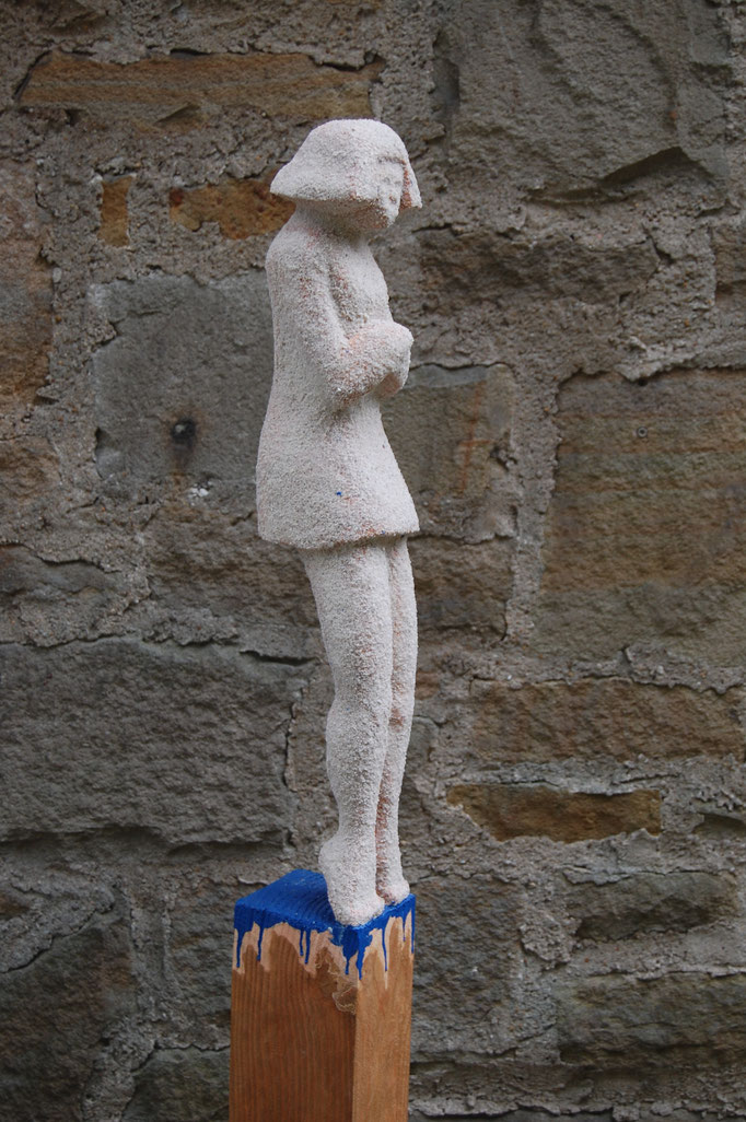 """Wartende- Nee...."" - 2015, 12x12cm, 142cm hoch, Lärche, Acrylfarbe, Quarzsand"