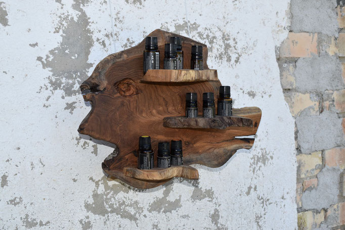"""Nr.22 Aufhänger, Einzelstück """" der Beilfisch"""". 5 Lochbohrungen für 15 ml,  5 Loch für 10 ml Flaschen, grösse 27 cm breite x 29 cm hoch Fr. 150.00"""