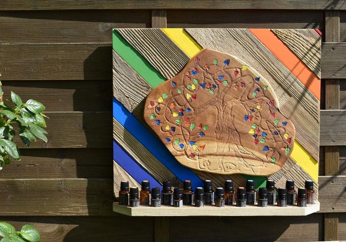 """Nr. 23 Aufhänger """" Die 7 Regenbogenfarben"""" 10 Loch für 15 ml, 9 Loch 10 ml, grösse 50 cm breit 44 cm hoch Fr. 500.00"""