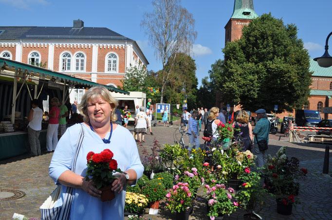 Cordula Schultz besucht den Wochenmarkt in Bad Segeberg