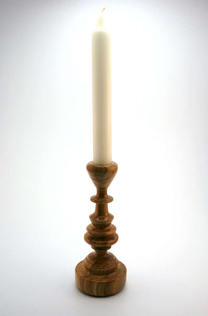 Candelabro en Olivo para una vela larga