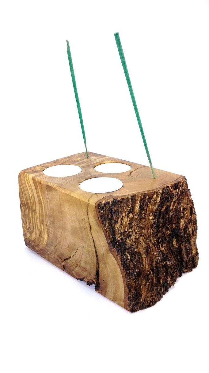 Candelabro en Olivo para tres velas e incienso
