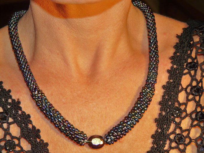 The `THOUSAND BEADS+ONE THREAD(elegant black)´ necklace - 3