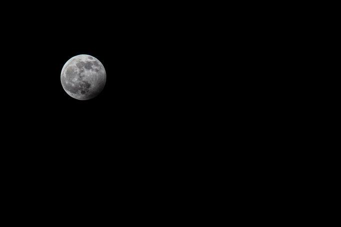 'grijze' maan door de maansverduistering