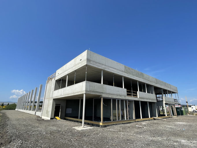 Hallenbau mit Bürogebäude-Statik Betonbau