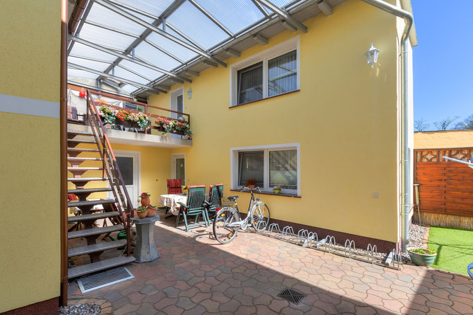 überdachte Terrasse im Außenbereich