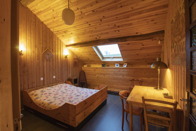 Bedroom with a bed for two persons (la Chambre au Ciel) | Photo made by SuparDisign