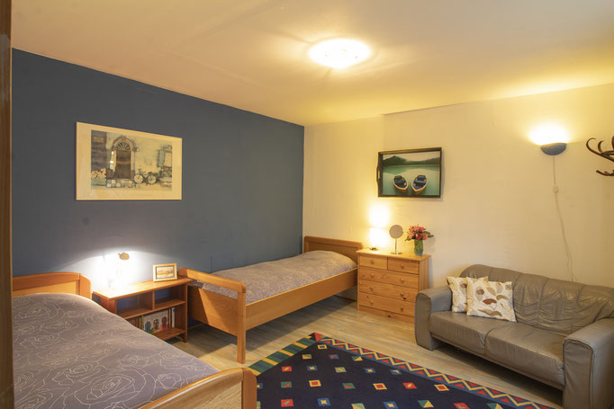 Slaapkamer met 2 losse bedden (la Chambre Bleue) | Photo made by SuparDisign