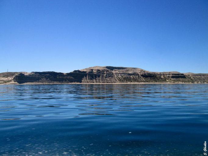 das Wasser rund um die Peninsula Valdés ist tiefblau und klar