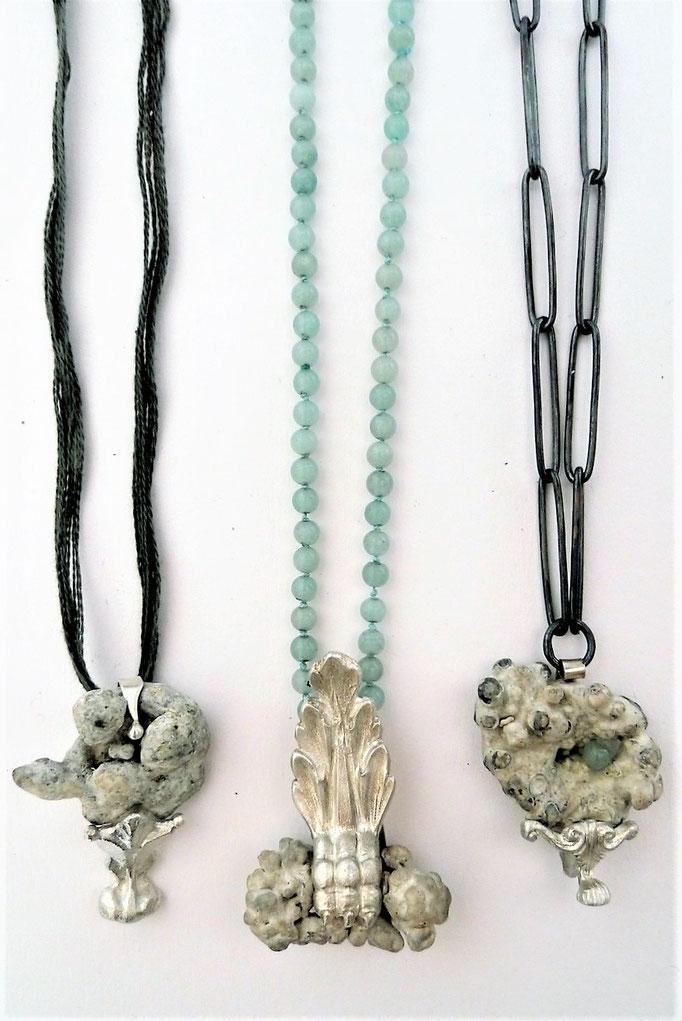 """Eva Tesarik - Kette mit Anhänger aus der Serie """"Oceanis nox"""" - Silber, Steine mit Korallen überzogen"""