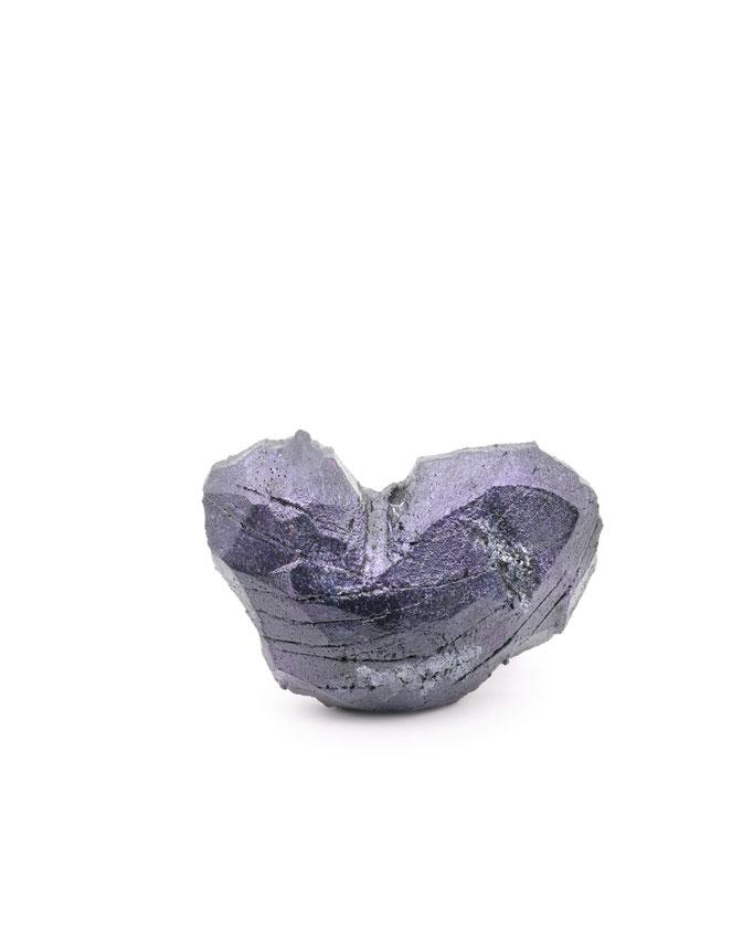 "Michelle Kraemer - Brosche ""Scarred heart"" - Balsaholz, Lack, Pigment, Bronze"