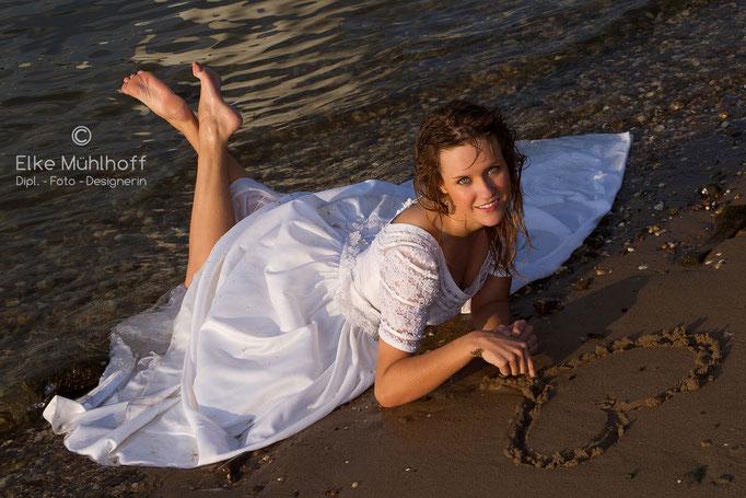 trash the dress Hochzeit Herz Sand am Rhein