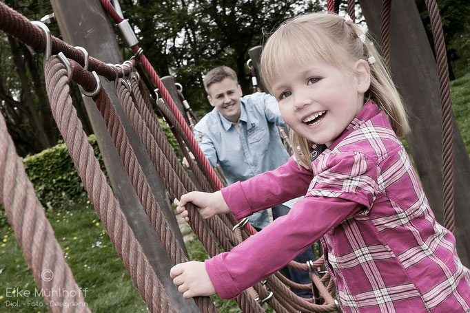 Familie Vater Tochter Spielplatz