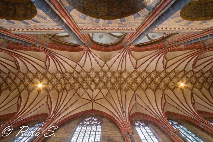 Deckenmalerei im Nordschiff, das sog. Netzgewölbe
