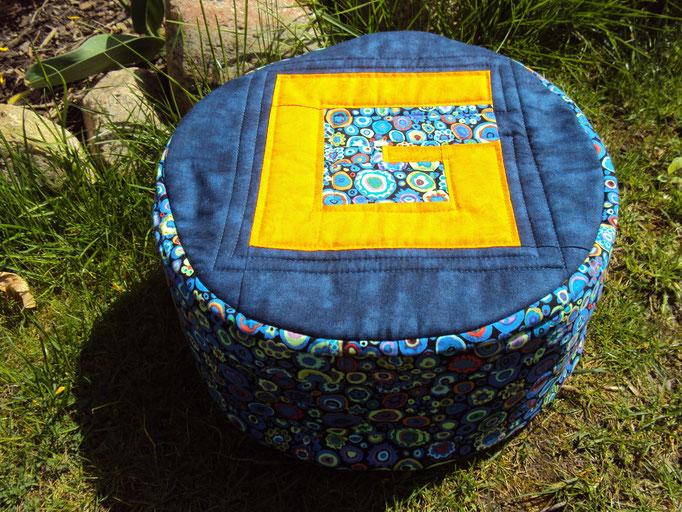 Meditationskissen mit Initiale, Durchmesser 30 cm, Höhe 15 cm