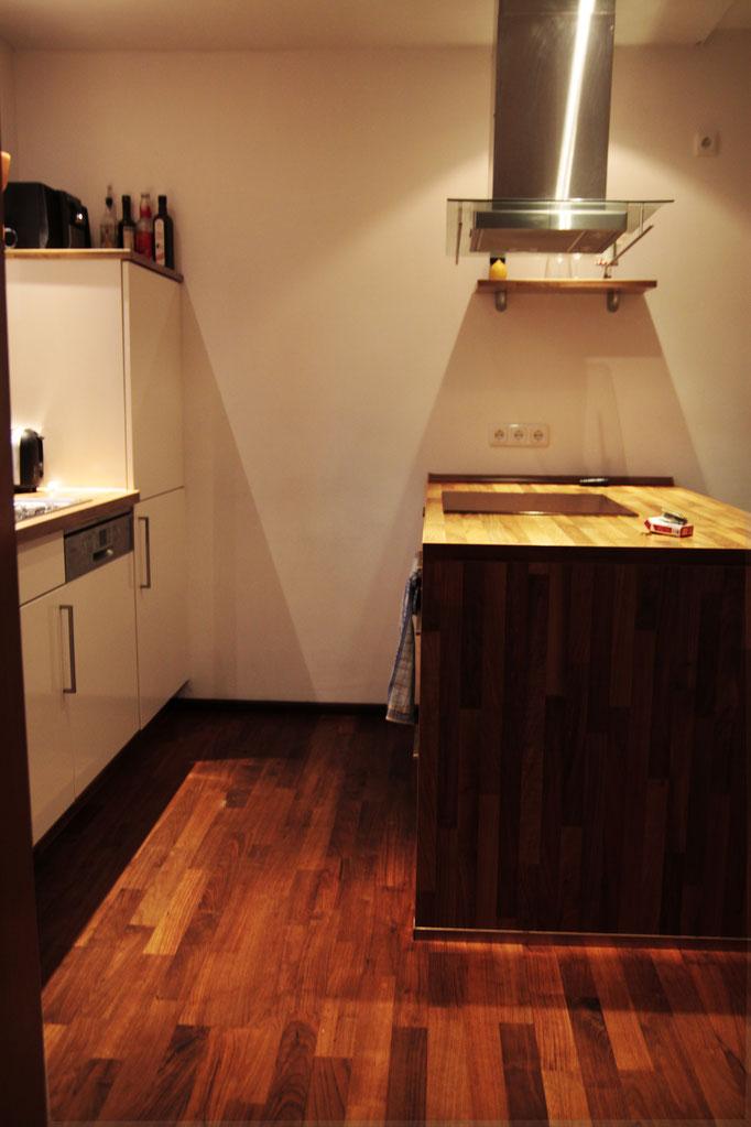 Küche aus Nussbaum-Parkett