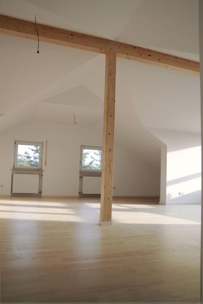 Dachgeschoss mit Laminat