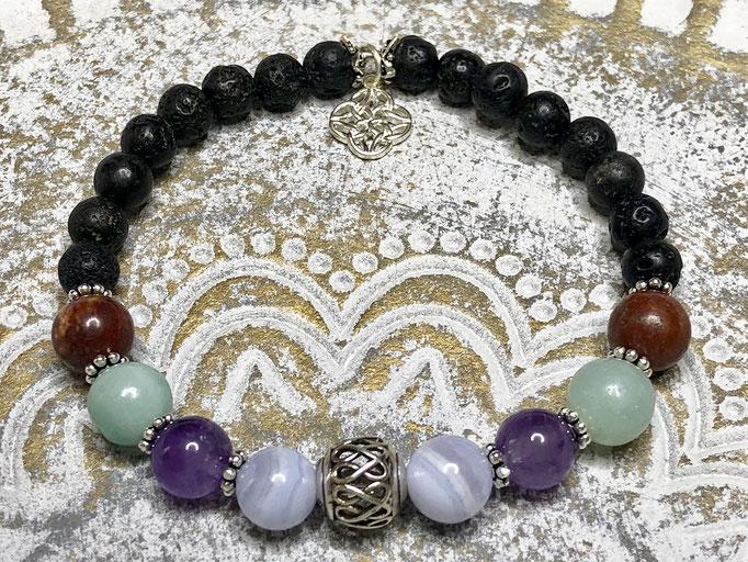 Armband mit einer Steinkombination und Onyx