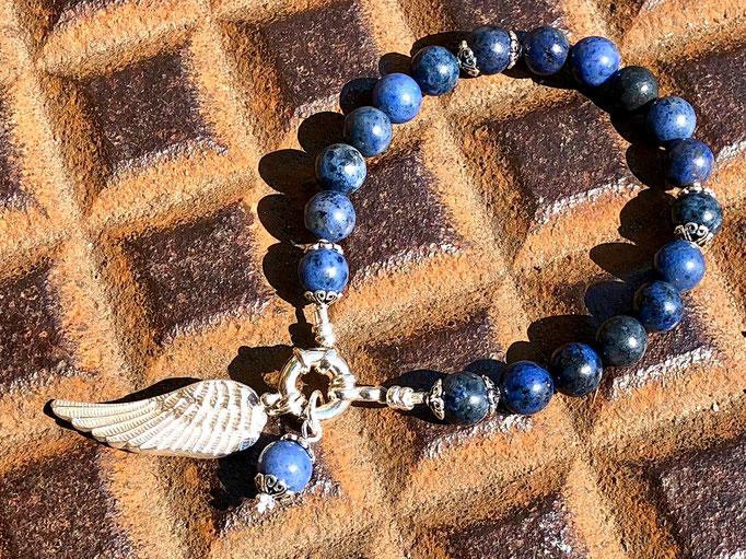 Armband mit handgefertigtem Flügel-Anhänger