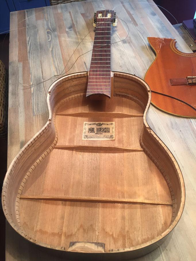 L'intérieur de la guitare