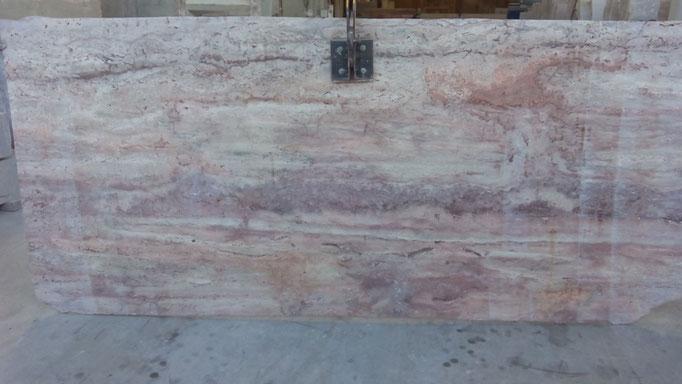 tablero piedra roja al corte de sierra