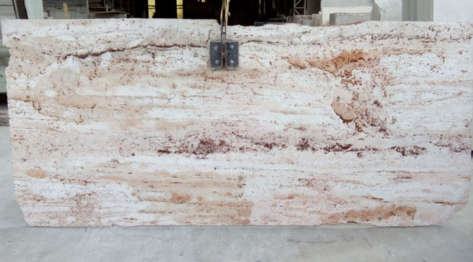 tablero de piedra roja con beta abujardada