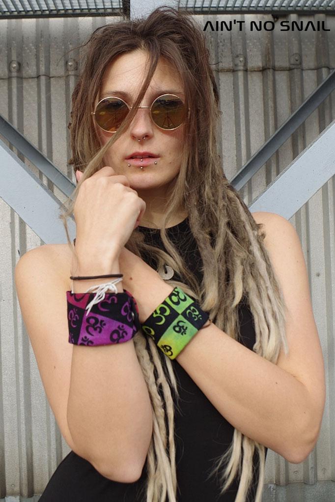 Armbänder mit Geheimtasche Om/ Aum Symbol für Festivals und Reisen, Hippie Kleidung