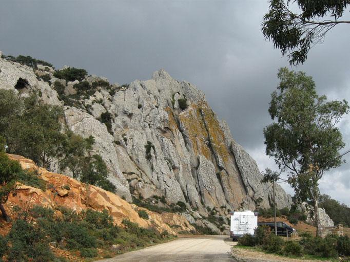 Felswand oberhalb von Bolonia