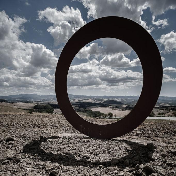 Volterra - 'Anello' de Mauro Staccioli