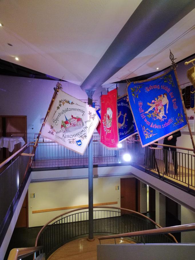 Ausstellung der Vereinsfahnen im Rathaus in Kirchheim Neckar