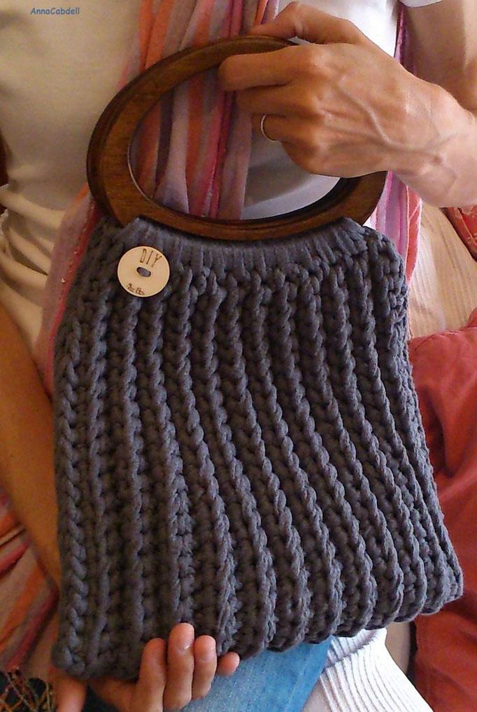 Bolso hecho de ganchillo con cinta de Miss Kits -Kit Florencia-.