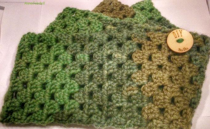 Bufanda circular de ganchillo con lana de Miss Kits -Kit Oslo-.