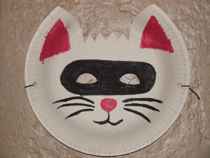 masque à base d'assiette en carton : masque de chat