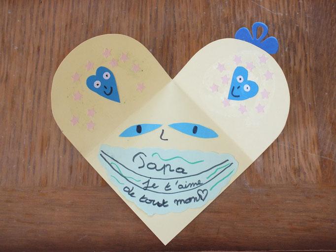 Pour la fête des pères : carte repliée en carré, une fois ouverte fait un coeur