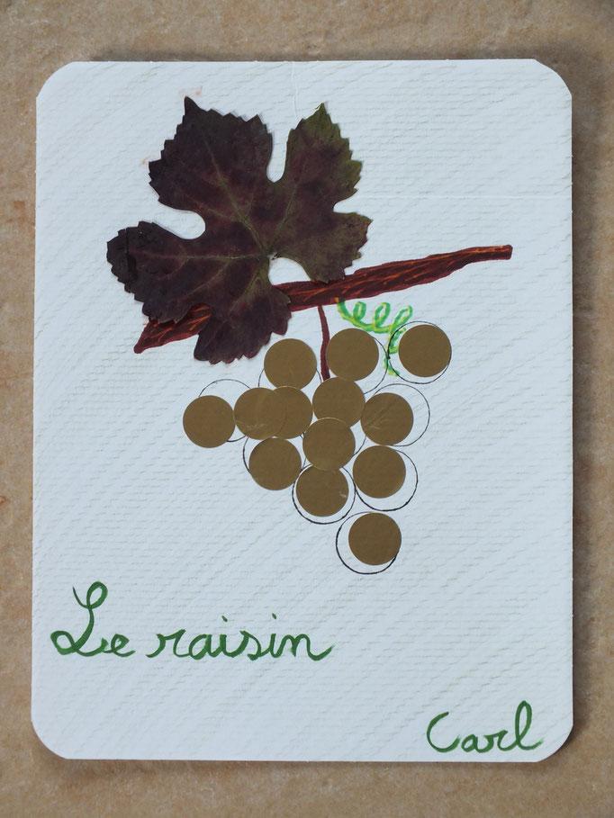 sur feuille cartonnée en colorée, préparer une grappe de raisin et dans chaque cercle, l'enfant essaie de coller une gommette, puis finir avec une vraie feuille de vigne