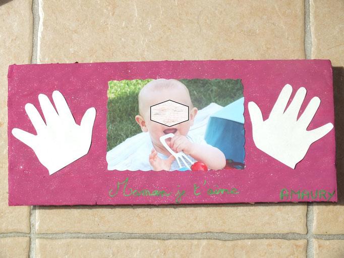 tableau fête des mères avec empreintes de mains et photo