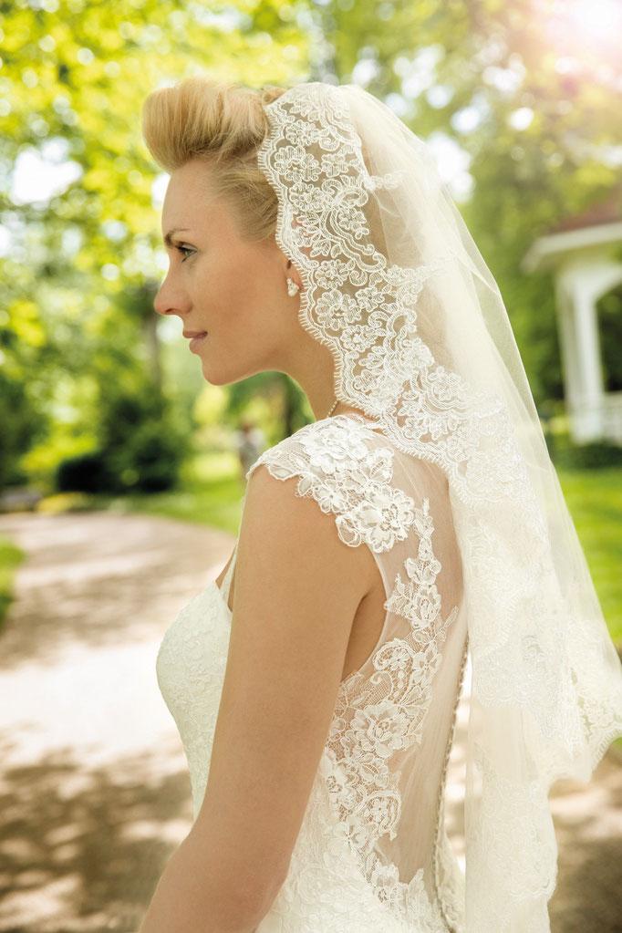 Schleider mit Brautkleid