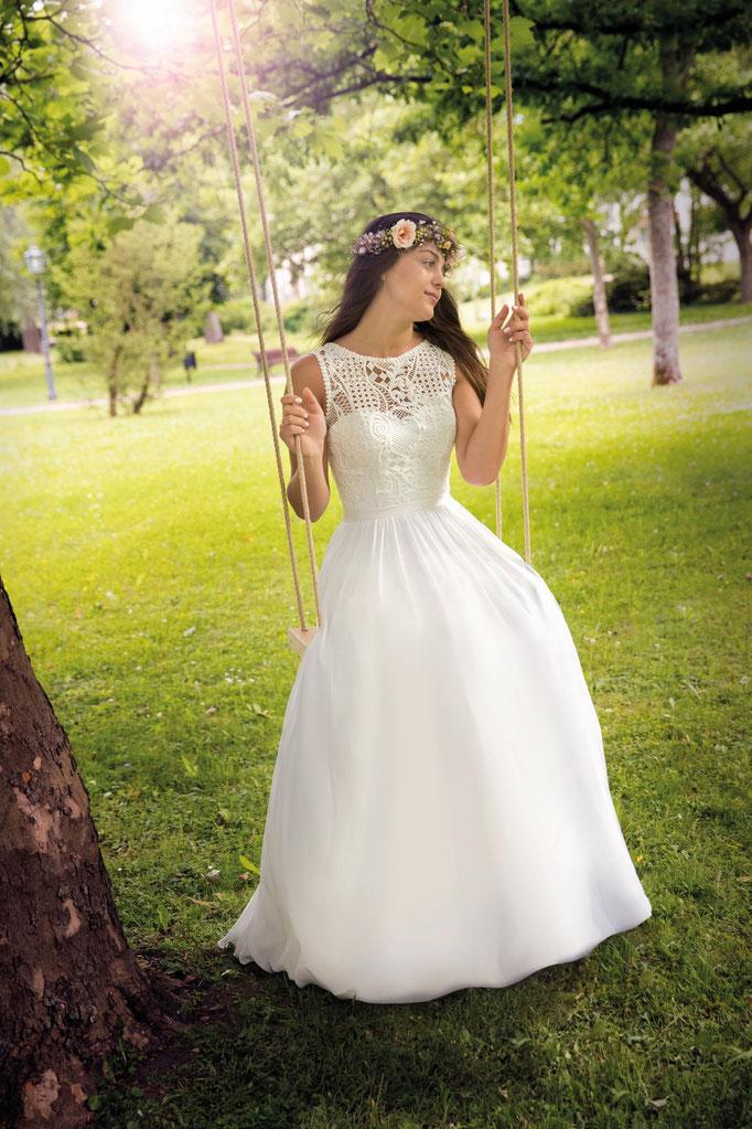 Schaukelndes Brautmodel