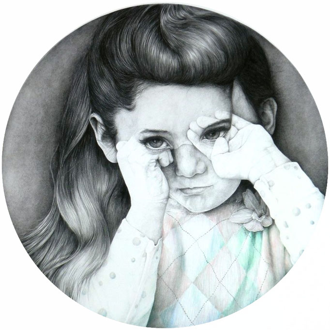 Ik zie, ik zie..../ I see, i see...(2015), grafiet and color pencil on paper, diameter 84 cm