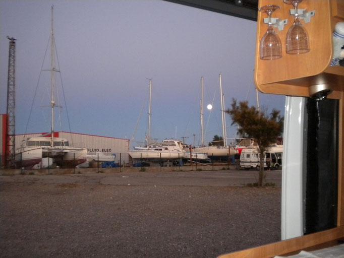 Blick auf den Hafen vom Stellplatz