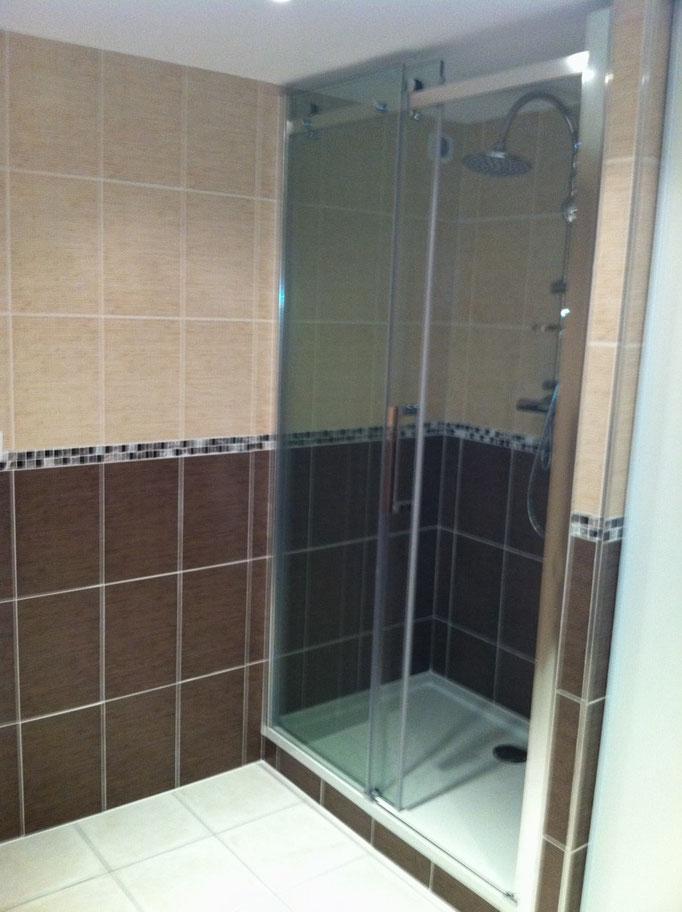 Albertus rénovation création salle de bain prunières installation receveur de douche et paroi vitrée après travaux