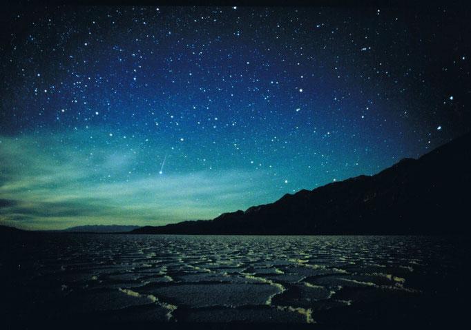3月号裏表紙 「ウユニ塩湖での流星」 撮影地 ボリビア by駒沢満晴